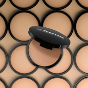 Nyhet - compact foundation SPF50+